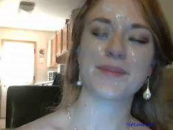 Image Namorada branquinha dando o anus e tomando leite