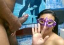 Image Mascarada casada tomando leitinho